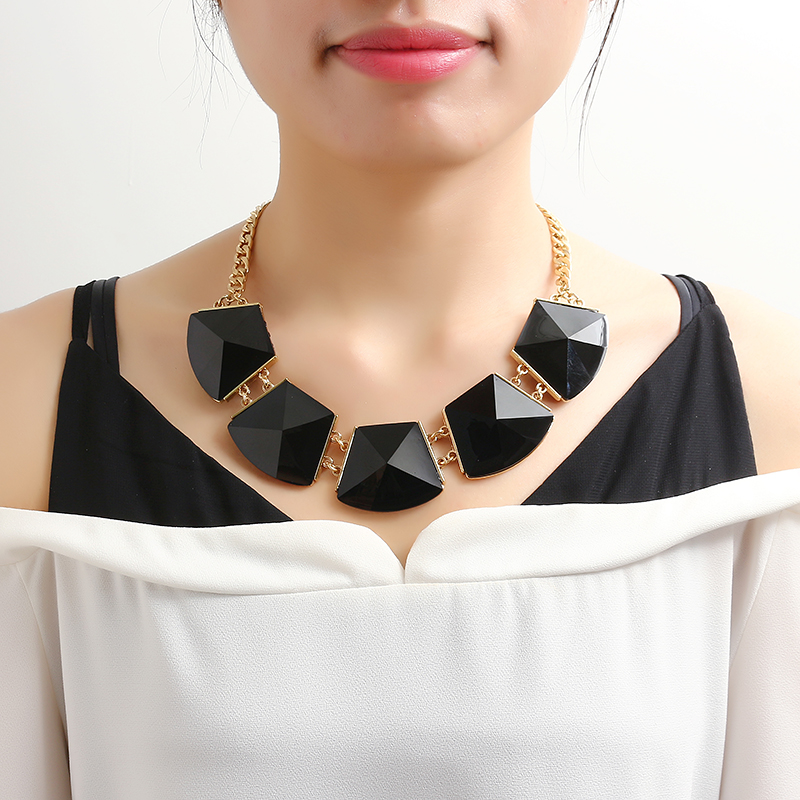 Punk Exaggerate Short Necklace Geometric Resin Pandent Choker Clothing Accessories for Women